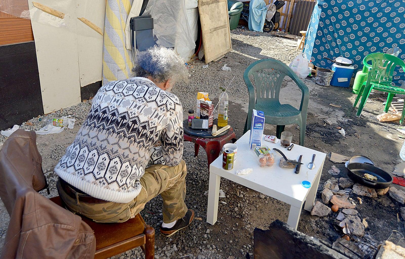 Omar, un tunisià que viu a un solar de Barcelona des de fa 6 anys. © Xavier Jubierre
