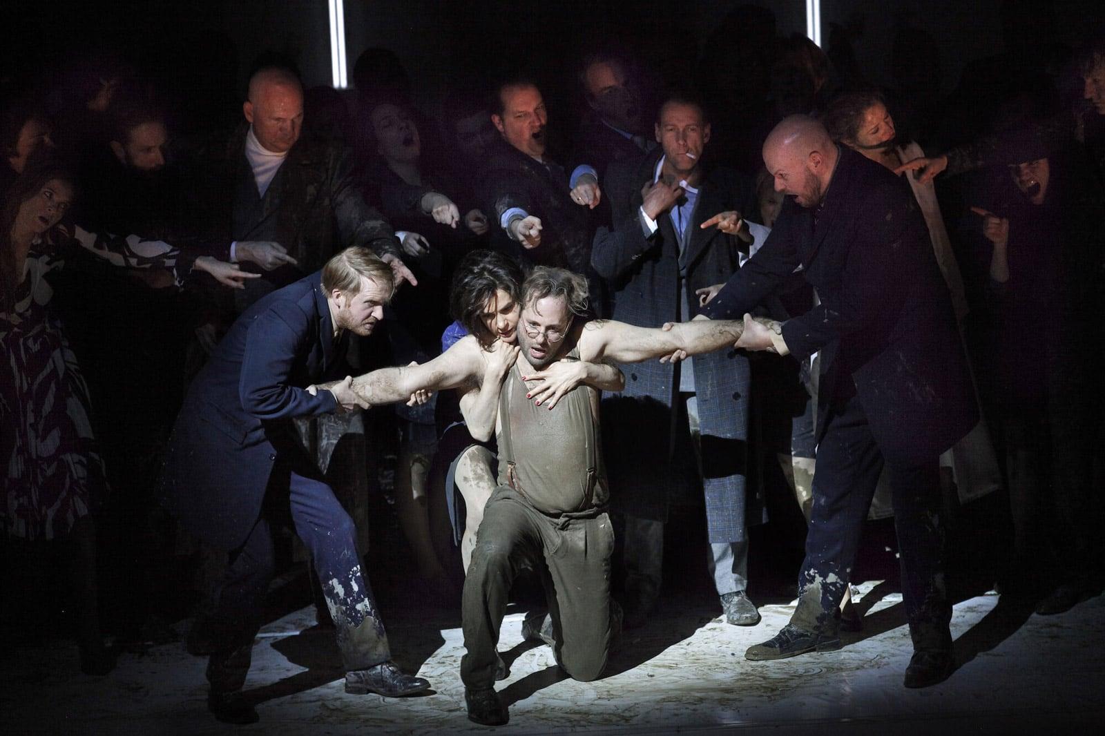El compositor Hèctor Parra, el llibretista Händl Klaus i el director d'escena Calixto Bieito han fet una òpera basada en aquella novel·la amb el títol original de Les Bienveillantes