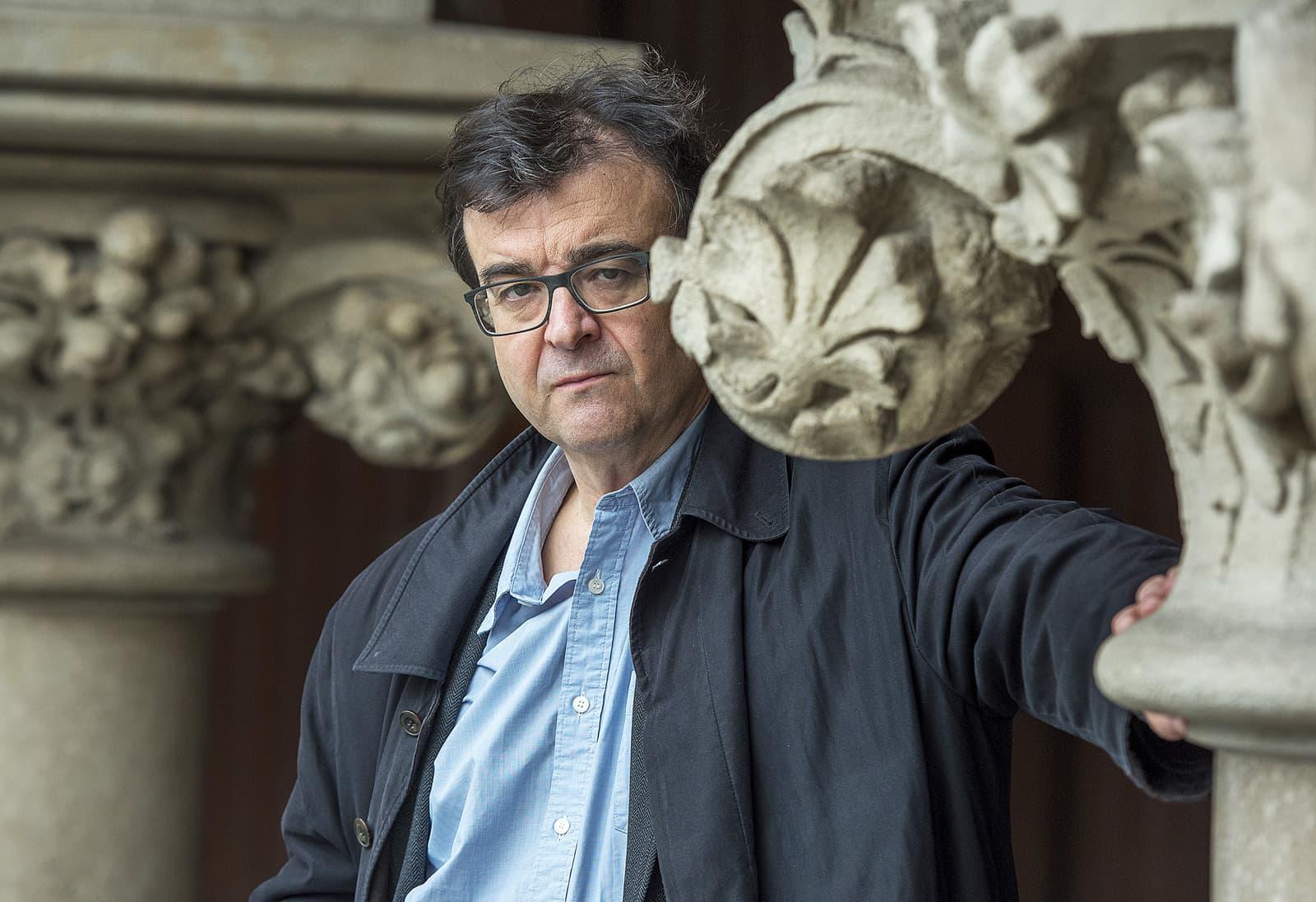 Javier Cercas aquest desembre a Barcelona, abans de l'entrevista. Fotografia de Ferran Sendra