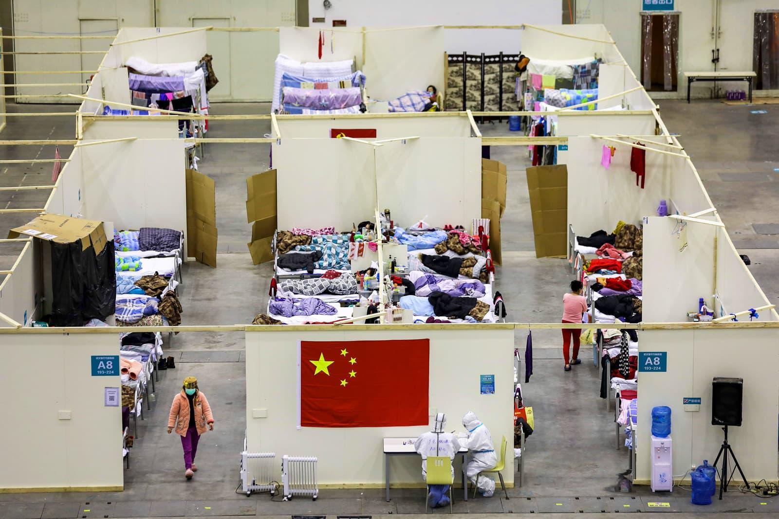 Hospital improvisat, en un centre d'exposicions de Wuhan, per atendre els infectats pel coronavirus. Fotografia de Yuan Zheng/Gety Images