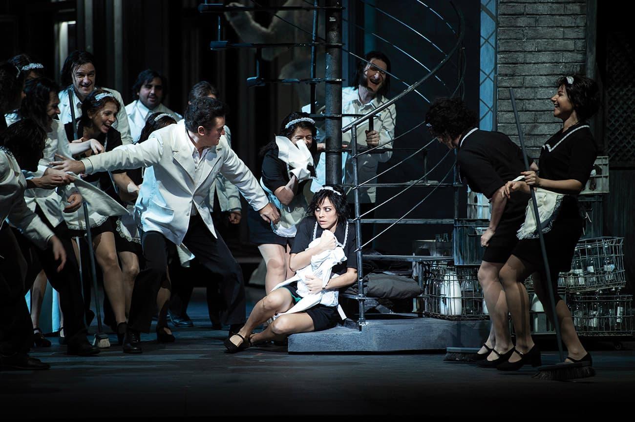 Kate Lindsay i Leigh Melrose en una escena de l'Orlando. Fotografia de Michael Pöhn. Wiener Staatsoper