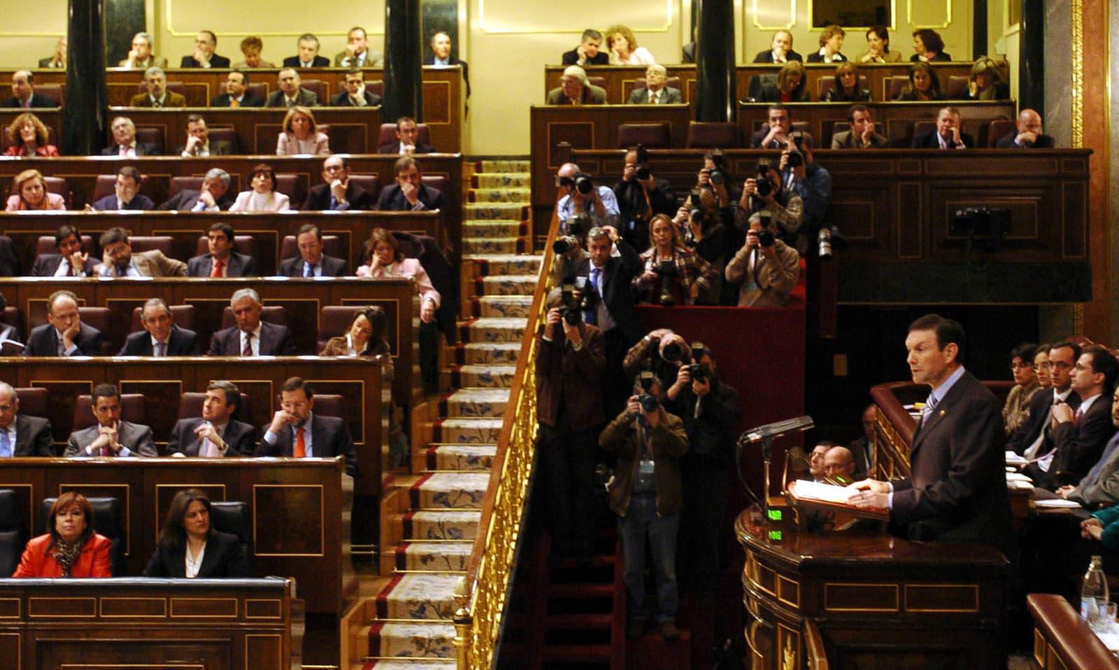 El Lehendakari Juan José Ibarretxe intervenint al Congrés per defensar el Pla Ibarretxe el febrer del 2005. Fotografia de Juanjo Martín. Efe