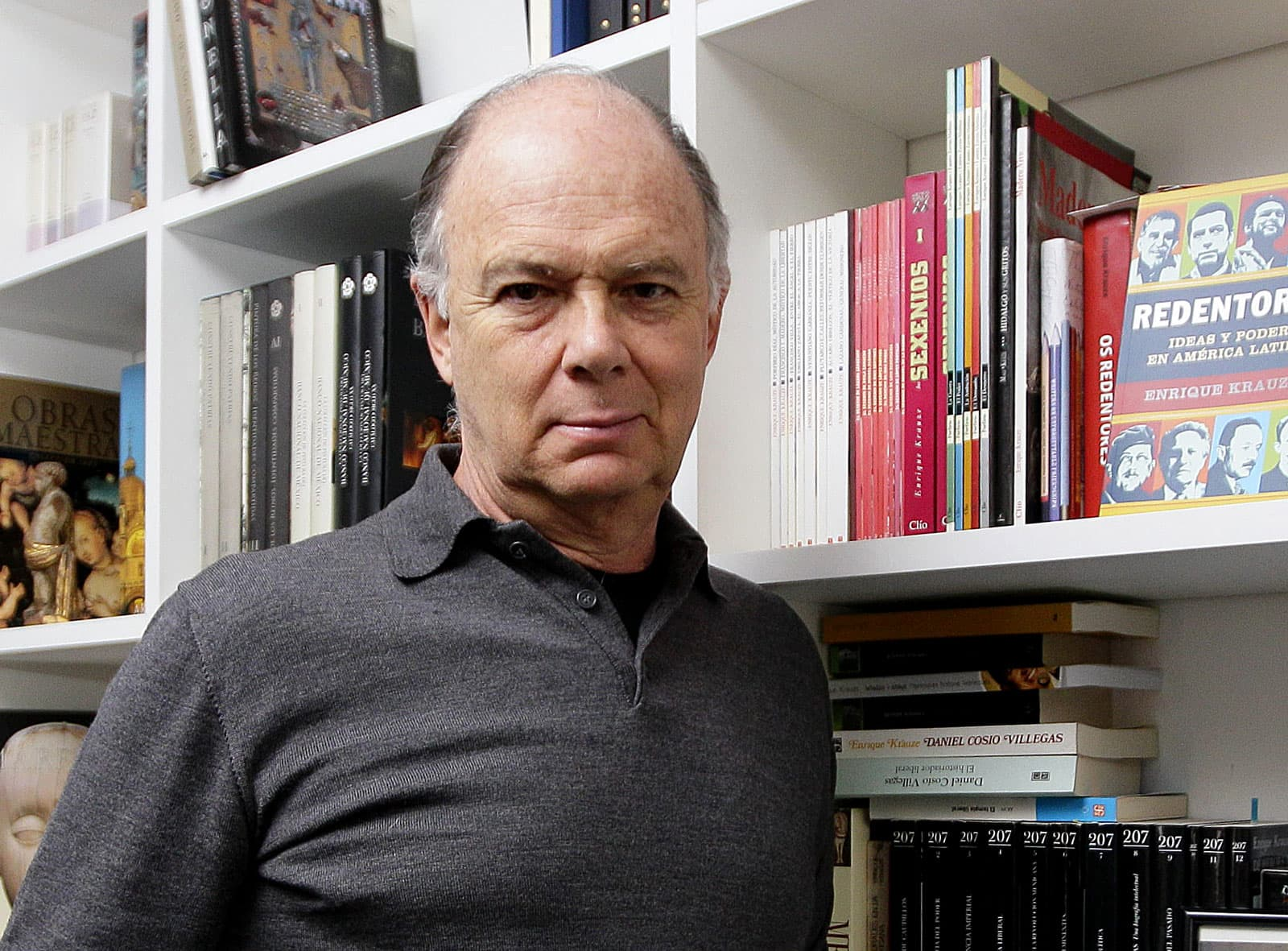 Enrique Krauze fotografiat a casa seva a Ciutat de Mèxic. Fotografia de José Méndez. Efe.