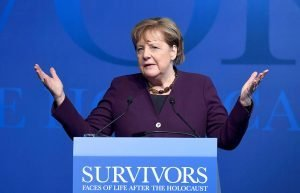 Angela Merkel inaugurant una exposició sobre els supervivents de l'Holocaust el passat gener. Fotografia de Getty Images