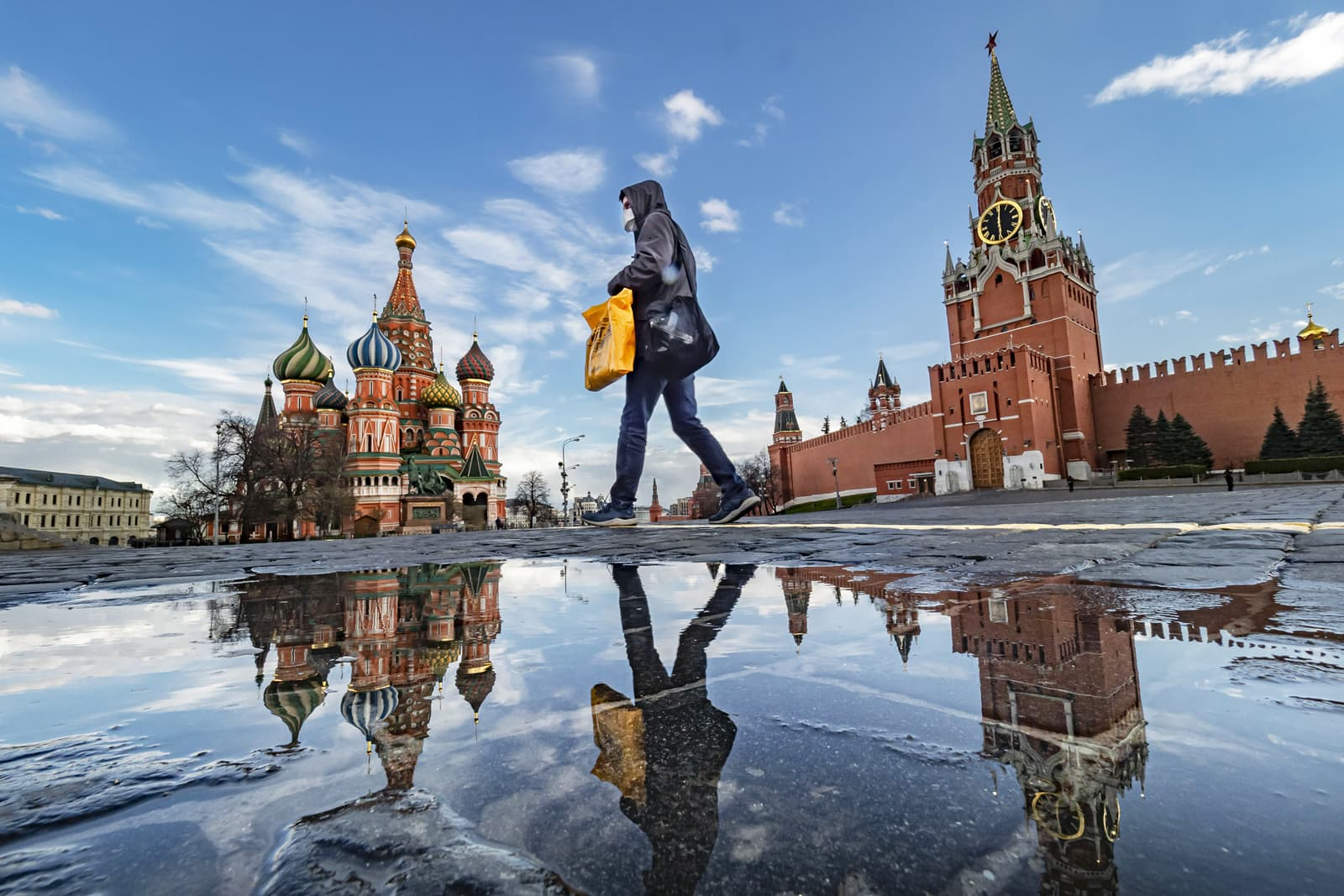 Una imatge insòlita de la plaça Roja de Moscou buida el 17 d'abril. Fotografia de A Russian Look/Zuma Wire