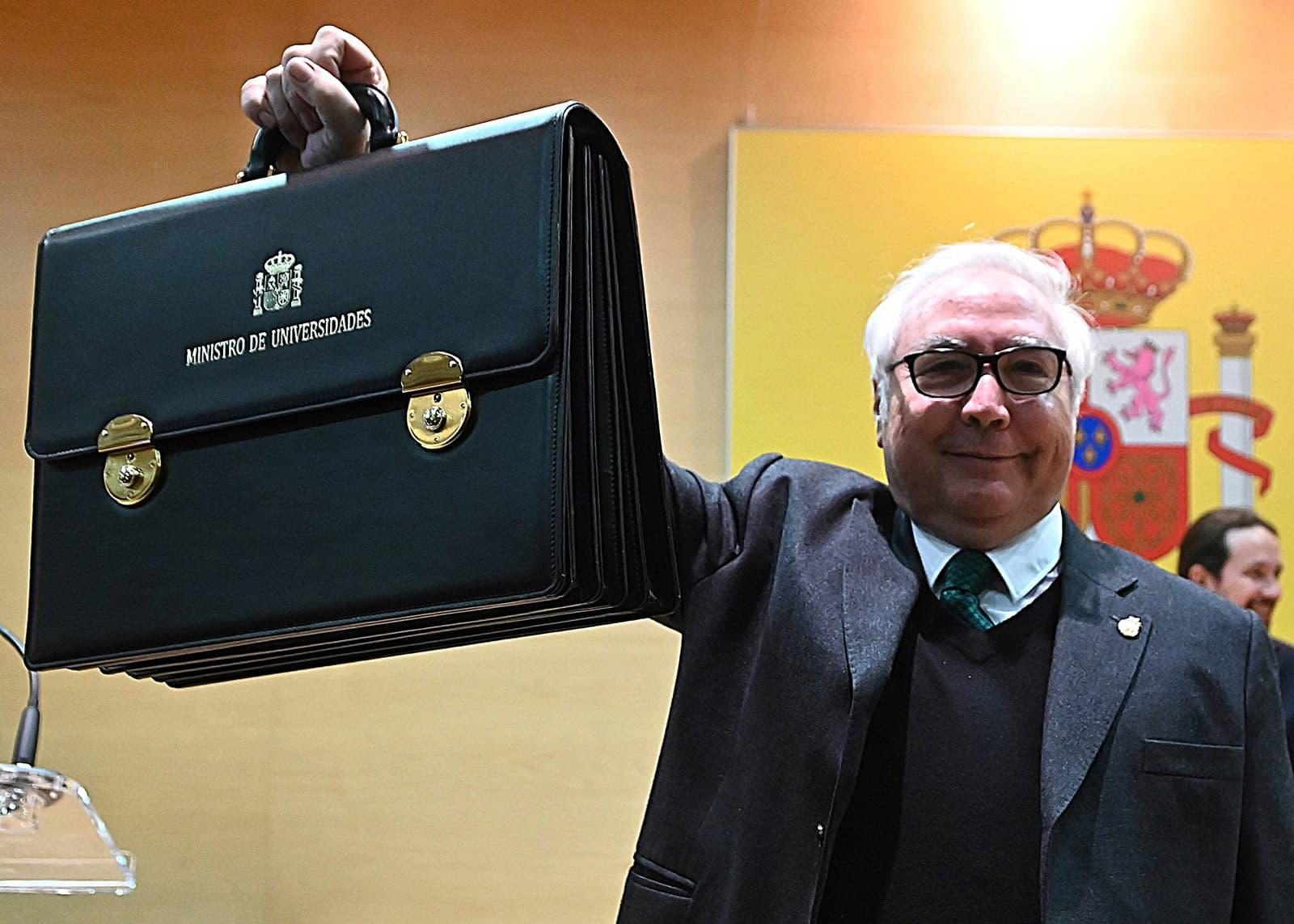 Manuel Castells durant la presa de possessió del càrrec de ministre d'Universitats, el 13 de desembre del 2019. Fotografia de Fernando Villar. Efe.