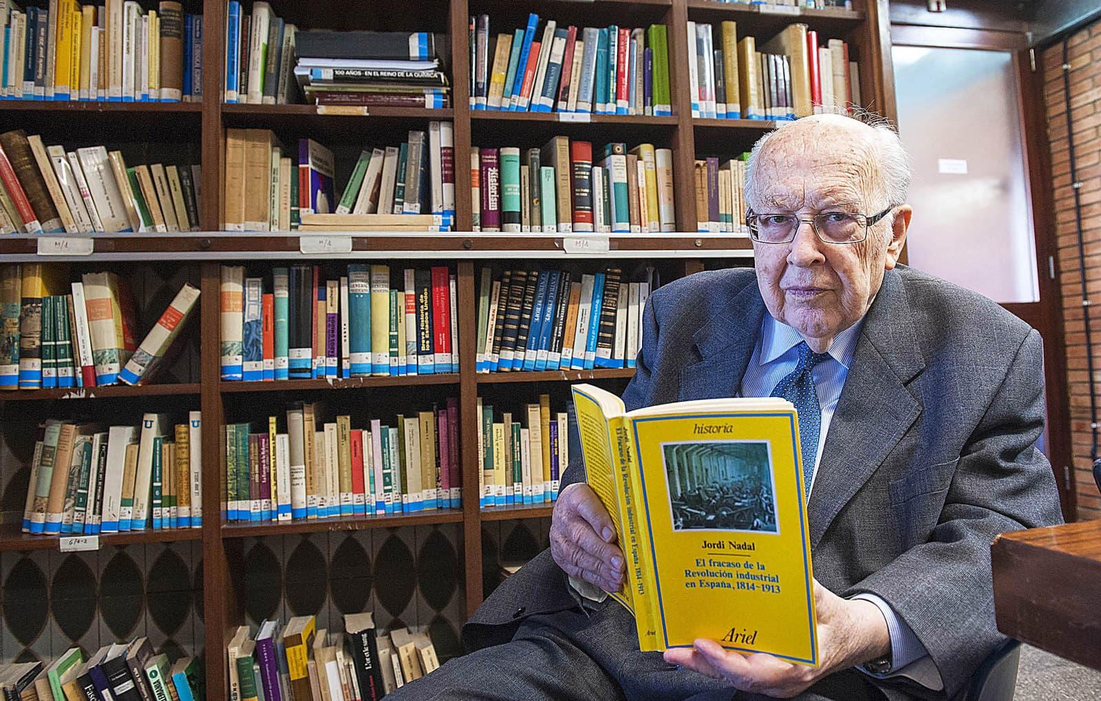 Jordi Nadal i Oller, a la biblioteca del departament d'història econòmica, el 2013. Fotografia de Josep Losada