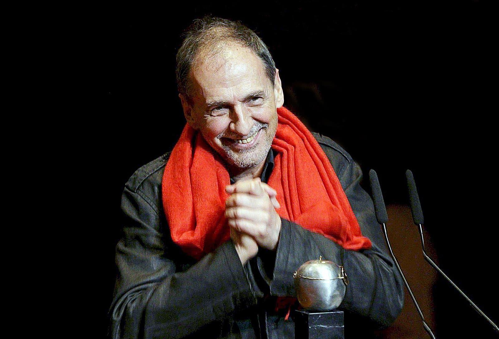Josep Maria Benet i Jornet rebent el premi Max de teatre el 2010 a Madrid. Fotografia d'Alberto Martín. Efe